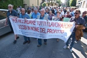 Il corteo di via Carducci (Altobelli)